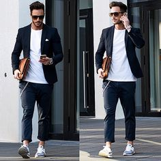 wear sneakers at office