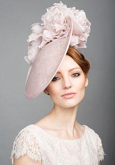 R1561 - Soft pink fine straw disc with soft silk flowers