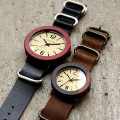 """mokko-ya: ■Wooden watch """"Wooden Watch NATO STYLE"""" which incorporated a tree smartly men's / Lady's Breitling, Seiko, Expensive Watches, Wooden Clock, Wooden Watch, Chopard, Rolex, Keychains, Accessories"""