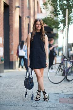 New York Fashion Week Spring 2016 Street Style - Minimal. Street Style 2016, New York Fashion Week Street Style, Nyc Fashion, Street Style Looks, Fashion Editor, Spring Fashion, Style Fashion, Fashion Outfits, Best Summer Dresses