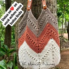 NEW VIDEO CLASSROOM ? Hazelnut bag The bag you asked for ! Access the – Knitting patterns, knitting designs, knitting for beginners. Crochet Beach Bags, Free Crochet Bag, Crochet Market Bag, Crochet Tote, Crochet Handbags, Crochet Purses, Crochet Stitches, Knit Crochet, Granny Square Bag