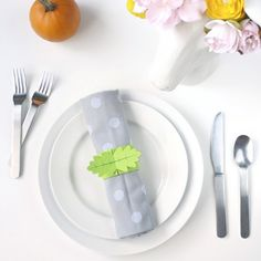 Make your dinner party extra special with these cute printable leaf napkin rings!