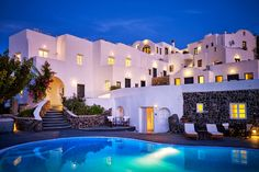 Located in the small village of Finikia, just outside the picturesque town of Oia, Finikia Memories Hotel is a traditional, family-run property featuring. Oia Santorini, Beautiful Places, Amazing Places, Travel Inspiration, The Good Place, Restaurant, Memories, Mansions, House Styles