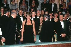Princess Diana (1961 - 1997) wearing a Catherine Walker gown, and Valery Giscard d'Estaing at a dinner at the Palace of Versailles, Paris, November 1994.