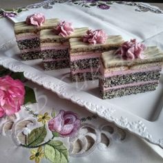 Cake Recipes, Dessert Recipes, Decorative Boxes, Food And Drink, Poppy, Pies, Recipies, Easy Cake Recipes, Desert Recipes