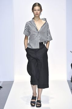 Margaret Howell is a contemporary British clothing designer. View the Margaret Howell womens show. Anti Fashion, Look Fashion, Kids Fashion, Fashion Show, Margaret Howell, London Fashion Week Mens, Girl Outfits, Fashion Outfits, Gorgeous Fabrics