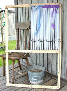 The Country Farm Home: Adjustable Rag Rug Loom. No plans. No longer sells to the public. Pinned for ideas. Rug Loom, Loom Weaving, Rag Rug Diy, Homemade Rugs, Rag Rug Tutorial, Braided Rag Rugs, Rug Inspiration, Weaving Projects, Loom Knitting