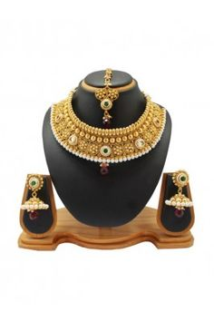 Show your true traditional look with this wedding wear alloy necklace jewellery set #womensfashion #weddingnecklace #jewelleryset #alloynecklaceset #designernecklaceset #latestdesignofnecklace