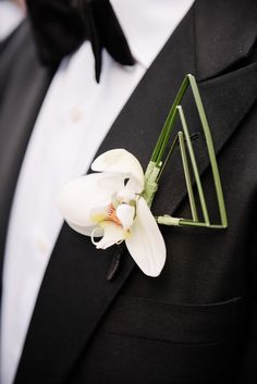 Luxurious New York City Wedding at the Mandarin Oriental - MODwedding Mod Wedding, Wedding Groom, Floral Wedding, Wedding Reception, Wedding Stuff, Dream Wedding, Wedding Ideas, Green Boutonniere, Boutonnieres