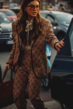 Milão une tradição e extravagância no estilo de rua em torno dos desfiles - Vogue | Moda
