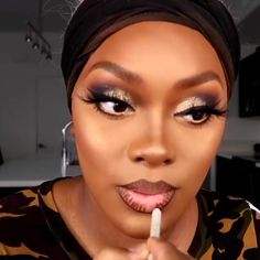 A little makeup inspiration has done no harm to anyone 😍😍 By: womens Makeup Tips womens Makeup Wedding womens Makeup Tutorial womens Makeup Prom Makeup For Black Skin, Gold Makeup Looks, Makeup Black Women, Black Girl Makeup Natural, Flawless Face Makeup, Contour Makeup, Contouring, Makeup For Hooded Eyelids, Makeup Looks Tutorial