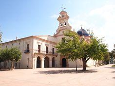 La Basílica de Santa María de Lledó alberga en su interior la imagen de la patrona de la ciudad, reproducción de la imagen de una virgen.