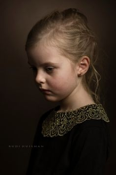 Photographer Rudi Huisman is creating portraits inspired and based on the golden age master painters. Printed on Innova IFA 14 paper, print format Foto Portrait, Portrait Studio, Portrait Art, Children Photography, Fine Art Photography, Portrait Photography, Foto Fashion, Classic Portraits, Portrait Lighting