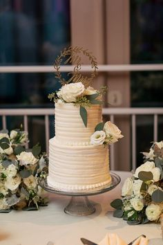 For their wedding cake, this couple picked out a vanilla cake with buttercream frosting, with red velvet and vanilla cupcakes for all their guests. Red Velvet Wedding Cake, Floral Wedding Cakes, Fall Wedding Cakes, Wedding Cake Rustic, Wedding Cakes With Flowers, Elegant Wedding Cakes, Beautiful Wedding Cakes, Wedding Cake Designs, Our Wedding Day