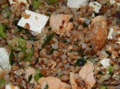 Sałatka z kaszy gryczanej z łososiem