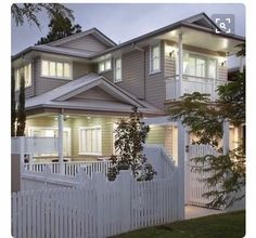 Queenslander home - Traditional design but a modern look behind a perfect white picket fence Queenslander House, Weatherboard House, Hamptons Style Homes, Hamptons House, Exterior House Colors, Exterior Design, Exterior Paint, Just Dream, My Dream Home