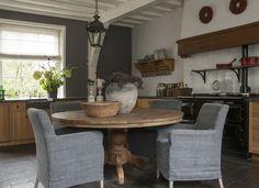 Landelijke armstoel leuven | Woonland Dining Table Chairs, Dining Room, Scandinavian Home, Rustic Elegance, Kitchen Countertops, Country Kitchen, Home Kitchens, Interior And Exterior, Kitchen Design