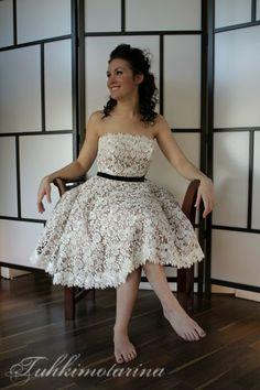 Tuhkimotarinan Fran -puvussa on tyttömäinen kellohelma. Suunnittelija: Heidi Tuisku, MUAH + kuva: Emma Nikkanen