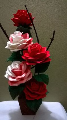 Discover thousands of images about Rosas Giant Paper Flowers, Big Flowers, Pretty Flowers, Crepe Paper Flowers, Paper Flower Backdrop, Diy Diwali Decorations, Flower Decorations, Large Flower Pots, Nylon Flowers