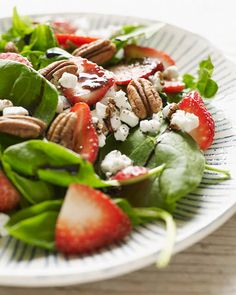 ❤️❤️❤️ - Tried and liked! - Sweet Paul: Strawberry Balsamic & Goat Cheese Salad Recipe - Next time I would like to try a different cheese though.... Maybe feta.