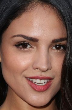 Close-up of Eiza González at the 2015 premiere of 'The Gallows'. http://beautyeditor.ca/2015/07/11/best-celebrity-beauty-looks-karlie-kloss