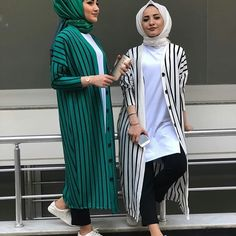 Image may contain: 2 people, people standing and stripes Hijab Style Dress, Casual Hijab Outfit, Hijab Chic, Casual Outfits, Fashion Outfits, Street Hijab Fashion, Abaya Fashion, Muslim Fashion, Modele Hijab