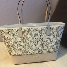 New Kate spade small Margareta tote Beautiful leather tote!! Approx 10.5 height and 16.5 length on top so pretty spacious! Perfect bag for the spring and summer!! Cream and pebble, looks a bit of a light beige/ almost pale pink color kate spade Bags Totes