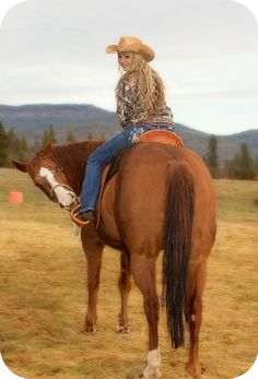 18 Ideas For Tattoo Girl Photography Curves Farm Senior Pictures, Poses For Pictures, Horse Pictures, Senior Photos, Senior Portraits, Girl Pictures, Cute Pictures, Teen Photography, Senior Photography