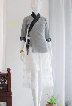 Korea Dress, Skirt Fashion, Fashion Outfits, Modern Hanbok, Modern Kimono, Chinese Clothing, Japan Fashion, Fashion Sewing, Traditional Outfits