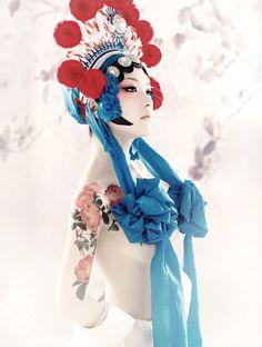 Tony Zhou on Origami, Geisha Art, Strange Photos, China Girl, Chinese Culture, Great Photos, Asian Beauty, Portrait Photography, Snow White