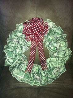 Money Wreath!  ~ GREAT WAY to GIFT CASH at CHRISTMAS!