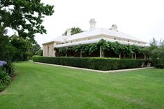 View the Mindaribba House wedding gallery, filmed at Mindaribba House in the Hunter Valley, one of the most romantic places to get married. Country Style Homes, Country Life, Farmhouse Garden, Beautiful Pools, Backyard Makeover, Formal Gardens, Home And Garden, Sarah's Garden, Garden Ideas