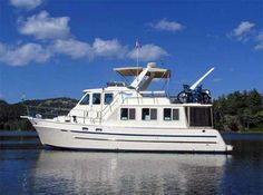 SeaGlide is a well-maintained 2007 North Pacific raised pilothouse trawler that is just about to complete her Great Loop cruise Trawlers For Sale, Buy A Yacht, Cruise America, Trawler Boats, Liveaboard Boats, Best Boats, Boat Interior, Water 3, Tug Boats