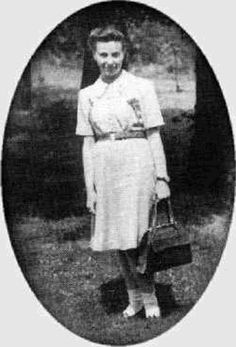 Vladka (Fagele) Peltel Meed is the only Holocaust survivor of her family, most… Women In History, World History, World War Ii, Ww2 History, History Class, Warsaw Ghetto, Holocaust Survivors, Old Photos, Wwii