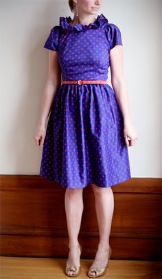 This dress is incredibly adorable...  If only I was so lucky to find one of these in my thrift store....