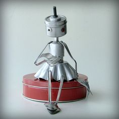 The Love Letter ( robot recycled art sculpture ) Sitting on a tin! Recycled Robot, Recycled Art, Repurposed, Arte Robot, Robot Art, Found Object Art, Found Art, Sculpture Metal, Abstract Sculpture