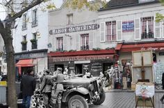 A cool site that blends images from 1940, during the German occupation, and modern day Paris.