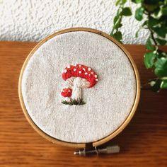 いいね!164件、コメント5件 ― 刺繍☆itonohacoさん(@itonohaco)のInstagramアカウント: 「今日からお盆ですね。 ・ 制作は秋モードに突入 ・ ブローチになる予定です ・ #刺繍 #embroidery #broderie #刺しゅう #flower #ミンネ #minne…」