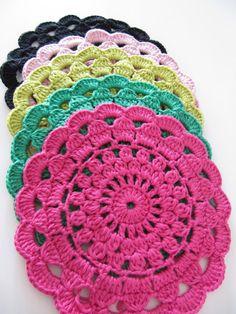 Tiskirättejä (wish instructions were in english) Crochet Mandala, Crochet Motif, Crochet Doilies, Crochet Stitches, Knit Crochet, Doily Patterns, Crochet Patterns, Crochet Home, Fabric Flowers