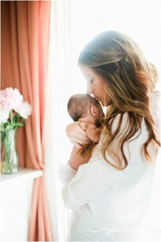 Simple & beautiful mommy & newborn photo
