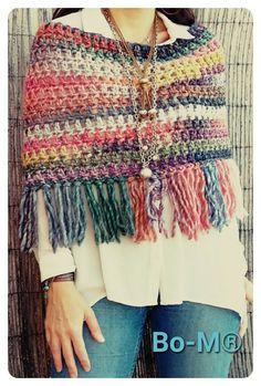 Pinspiration crochet poncho/shawl - Bo-M: Gola Mesclada Poncho Pattern Sewing, Crochet Poncho Patterns, Crochet Shawls And Wraps, Knitted Poncho, Crochet Scarves, Crochet Clothes, Crochet Stitches, Knit Crochet, Poncho Shawl