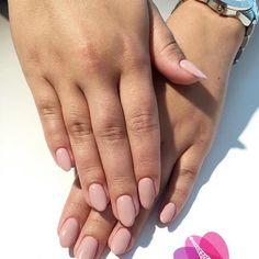 5 odżywek do paznokci zrujnowanych przez hybrydę. Używane przez manikiurzystki Manicure, Nails, Beauty, Nail Bar, Finger Nails, Ongles, Polish, Manicures, Beauty Illustration