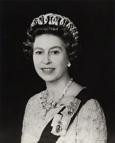 Happy and Glorious (@HappynGlorious) on Twitter: Queen Elizabeth by Petr Grudgeon 1975, later used as her Silver Jubilee portrait