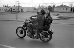 Vintage Motorcycles The Original Hells Angels: Amazing Photographs Capture Daily Life of a Notorious Biker Gang in California in the ~ vintage everyday Outlaws Motorcycle Club, Motorcycle Clubs, Motorcycle Design, Hells Angels, Flynn Rider, Angel Pictures, Life Pictures, Biker Couple, Gif Disney