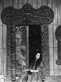 Makareti (Maggie) Papakura at Te Taura meeting house, Whakarewarewa. Maggie later strove to break the colonial photography of 'dusky maiden' & 'south seas belle.' Love that carved door. Polynesian People, Polynesian Art, Old Photos, Vintage Photos, Nz History, American History, Maori People, New Zealand Landscape, Maori Designs