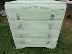 How to paint furniture shabby chic Vintage Shabby Chic, Shabby Chic Style, Vintage Wood, Paint Furniture, Furniture Makeover, Dresser Makeovers, Shabby Chic Furniture, Vintage Furniture, White Washed Furniture