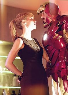 Robert Downey Jr and Gwyneth Paltrow as Tony Stark & Pepper Potts in Iron Man 2 Gwyneth Paltrow, Pop Culture Halloween Costume, Couple Halloween Costumes, Halloween Ideas, Iron Man 3, Captain Jack Sparrow, Marvel Comics, Marvel Dc, Spiderman