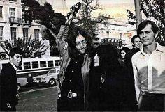 John Lennon with Yoko Ono and Magic Alex in Athens, Greece Rare Photos, Old Photos, Vintage Photos, My Athens, Athens Greece, John Lennon Yoko Ono, Photograph Video, Greece Photography, Greek Culture
