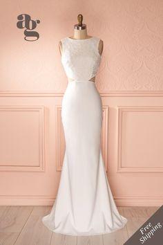 Dans une robe simple comme l'amour, elle marchait sur un nuage d'élégance.  In a…