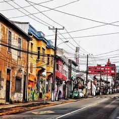 Particularidades . . #vsco #vscogood #vscocam #snapseed #snapshot #snap #eyeem #architecture #archdaily #church #igers #instamoment #hallazgosemanal #chile #city #travel #walk #photography #valparaiso #streetart